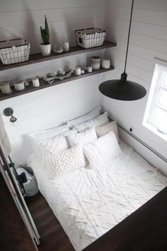 Laurier - Projects - Minimaliste tiny house on wheels Two Bedroom Tiny House, Small House Living, Small Apartment Bedrooms, Home Bedroom, Teen Bedroom, Best Tiny House, Modern Tiny House, Tiny House Plans, Tiny House On Wheels