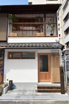 Bedroom Minimalist, Minimalist House Design, Small House Design, Japanese Modern House, Narrow House Plans, Asian House, Small House Exteriors, House Blueprints, Facade House