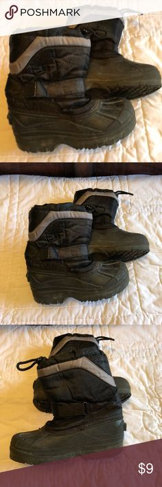 Boys Size 2 Snow Ski Boots Loved by my son! Lots of life left in these boots. Black with gray stripe. Velcro to tighten and cinch strap at top to keep snow out and feet warm. Size 2 Shoes Boots