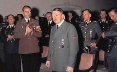 Hitler und Speer halten auf dem Platterhof (Berchtesgaden) vor Wehrwirtschaftsführern einen Vortrag 1944