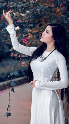 IMG_4700 Ao Dai, Vietnamese Clothing, Vietnamese Dress, Vietnamese Traditional Dress, Traditional Dresses, Cute Girl Face, Beauty Full Girl, Beautiful Asian Women, Asian Fashion