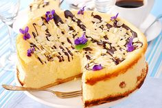 Tarta de Queso Con Almendras y Chocolate Te enseñamos a cocinar recetas fáciles cómo la receta de Tarta de Queso Con Almendras y Chocolate y muchas otras recetas de cocina..