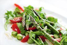 Δοκίμασε και εσύ αυτήν την θρεπτική σαλάτα με άγρια σπαράγγια - http://ipop.gr/sintages/salates/dokimase-ke-esi-aftin-tin-threptiki-salata-me-agria-sparangia/