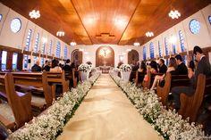 Sou fã do clássico branco e verde na decoração da cerimônia! O mosquitinho, também chamado de véu-de-noiva, sempre fez meu coraçãozinho b...