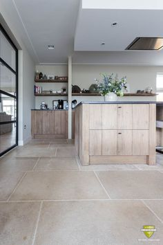 Agencement Cuisine : Realisaties Realisaties Sharing is caring, don't forget to share ! Home Decor Kitchen, Kitchen Interior, Home Kitchens, Kitchen Design, Best Flooring For Kitchen, Kitchen Floor Plans, Home Renovation, Home Remodeling, Limestone Flooring