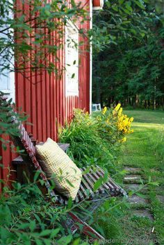 Old swedish house- Nordingården Swedish Cottage, Red Cottage, Country Life, Country Living, Porches, Scandinavian Garden, Sweden House, Red Houses, Blue Garden