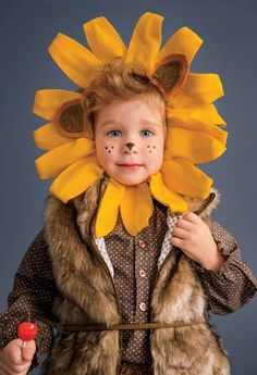 How to make a lion costume (with mane template) that can transform into a sunflower costume with a few tweaks. #Halloween #Costume
