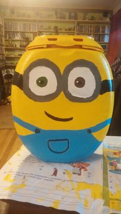 Bob the Minion Valentine's Day Field from Tide Container ., Bob the Minion Valentine's Day Field made from Tide Containers Bob the M, Minion Valentine, Valentine Day Boxes, Valentines For Boys, Valentine Day Crafts, Valentines Design, Valentine Ideas, Crafts For Boys, Christmas Crafts For Kids, Diy For Girls