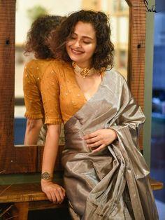 Gold Blouse, Saree Blouse, Humble Design, Simple Lehenga, Top Producer, Star Wars, Saree Look, Looks Chic, Shoulder Sleeve