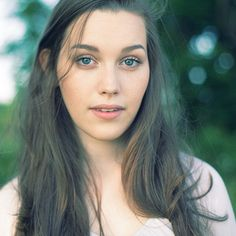 Victoria Pedretti - I love her as Nellie! Pretty People, Beautiful People, Gorgeous Women, My Kind Of Woman, Victoria, House On A Hill, Female Images, Face Claims, Gal Gadot
