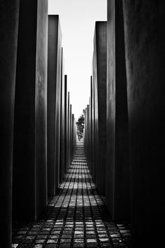 'Stumme Zeugen der Zeit'- Holocaust Mahnmal/Berlin -© Felix Wenger by Felix Wenger