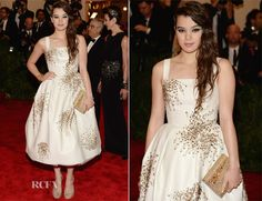 Hailee Steinfeld looking super cute in Donna Karan Atelier. The starbursts detailing is apparently constructed with safety pins.