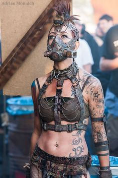 Mad Max Steam/cyber/dieselpunk - yeah, that could be really cool! Post Apocalyptic Costume, Post Apocalyptic Fashion, Post Apocalyptic Clothing, Mode Steampunk, Steampunk Fashion, Steampunk Cosplay, Gothic Steampunk, Steampunk Clothing, Victorian Gothic