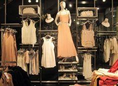 """Képtalálat a következőre: """"visual merchandising planogram wall pants"""" Boutique Interior, Boutique Design, Clothing Store Interior, Clothing Store Displays, Clothing Store Design, Boutique Decor, Shop Interior Design, Boutique Clothing, Fashion Boutique"""
