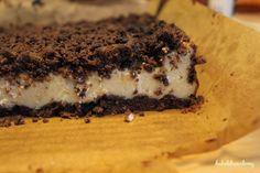 Sernik z kakaową kruszonką (lekko cytrynowy, na cieście kakaowym), mój ulubiony / Lemon cheesecake with cocoa crumble, my favourite
