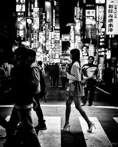 I love my leica Monochrome Photography, Black And White Photography, Street Photography, Landscape Photography, City Streets, Beautiful Legs, Leica, Bob Marley, Cinematography