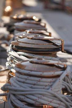 Au cœur du massif Franco-Jurassien, berceau historique de l'Horlogerie, Pequignet est une marque de luxe authentique qui perpétue la grande tradition horlogère au sein d'une maison française indépendante, attachée à la qualité et l'amour de l'artisanat. Crédit Photo @Pinterest