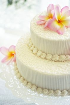Hawaii Wedding Cake... Now i def want some hibiscus flower action on the cake...