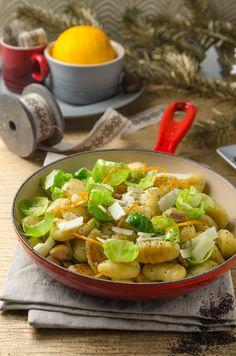 Gnocchi mit Kohlsprossen und Maroni! Einfach, schnell und sooo gut! Cobb Salad, Veggies, Meat, Low Carb, Women Life, Winter, Recipes, Vegetarian Recipes, Pasta Meals