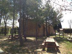 Hermita de San Roque. Vista desde la parte de atrás, junto al parque infantil. La Yesa