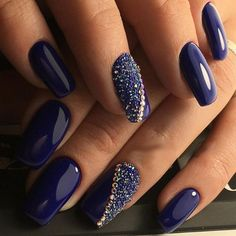 ❤ LOVE this nail art design. The blue nail polish is gorgeus! Fabulous Nails, Gorgeous Nails, Fancy Nails, Trendy Nails, Sparkly Nails, Nail Care Tips, Gel Nail Designs, Nails Design, Navy Blue Nail Designs