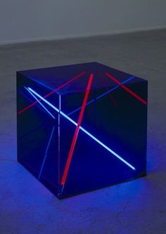 Christian Herdeg: Round about Midnight, 1986 Acrylic glass cube, 40 x 40 x 40 cm. Neon and argon lighttubes