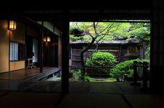 角屋( ´ ▽ ` )ノ✨ 角屋(すみや)は、江戸期の民間の宴会場。 揚屋建築唯一の遺構で重要文化財に指定されています。 Sumiya, traditional restaurant #日本##京都#島原#角屋#角屋もてなしの文化美術館#庭#坪庭 #japan#kyoto#shimabara#sumiya#museum#restaurant#garden#japanesegarden#instagood#ig_japan#team_jp_西(京都)