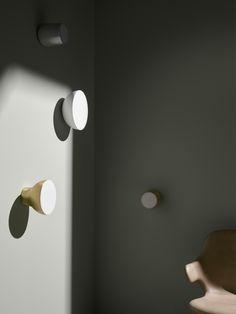 andtradition passepartout leuchten, silber, weiss, messing Leuchte, Wandleuchte, Deckenleuchte, Designer Jaime Hayon