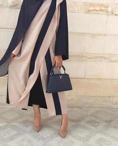 Discover recipes, home ideas, style inspiration and other ideas to try. Islamic Fashion, Muslim Fashion, Modest Fashion, Fashion Outfits, Street Hijab Fashion, Abaya Fashion, Modest Wear, Modest Outfits, Modern Abaya