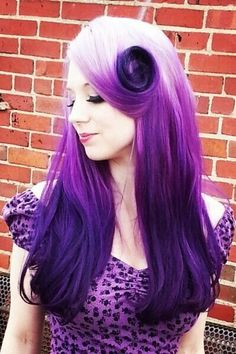 Reverse violet ombré. I really hope this isn't a doctored photo like so many dyed hair photos I come across on Pinterest because god damn, this is gorgeous.