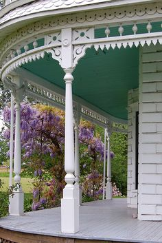 Wisteria and a beautiful porch - note the turquoise ceiilng Victorian Porch, Victorian Homes, Victorian Cottage, Victorian Farmhouse, Victorian Gardens, Back Porches, Decks And Porches, Country Front Porches, Outdoor Rooms
