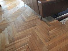 リビングの床材は、ナラ材の無垢フローリング。ヘリンボーン張りというちょっと変わった張り方です。 ------------------ ヘリンボーン,フローリング,ナラ材,ニッシンイクス,ナラヘリンボーン,無塗装品