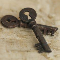 Rustic Keyhole Skeleton Keys
