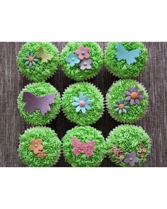 Spring Time Cupcakes (It's so fun making grass with the Wilton grass decorating tip)