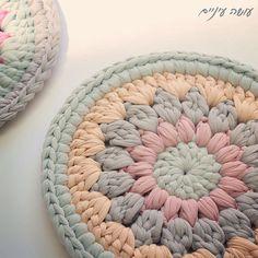 Super crochet rug yarn trapillo 42 ideas Super crochet rug yarn trapillo 42 ideas Learn the Crochet Carpet, Crochet Home, Crochet Doilies, Crochet Yarn, Crochet Stitches, Crochet Rug Patterns, Crochet Basket Pattern, Knitting Patterns, Rug Yarn
