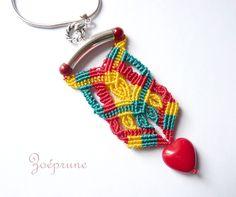 pendentif  dentelle micromacramé perle verre coeur rouge