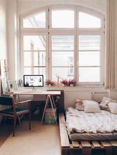 Big bed. Sunny kitchen. Plants. Books. Water. - Imgur