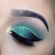 """5,706 Likes, 116 Comments - Beautybychelsea (@chelseasmakeup) on Instagram: """"Forest green kinda day Eyes: @morphebrushes • 35B palette  Liner: @thebalm_cosmetics • schwing…"""""""