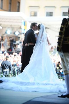 carolathhabsburg:  Wedding of Princess Madeleine and Christopher O'Neil-June 8, 2013-the kiss outside the Royal Chapel from behind