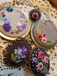 프랑스자수 손거울, 브롯치~♡ : 네이버 블로그 Bullion Embroidery, Baby Embroidery, Ribbon Embroidery, Cross Stitch Embroidery, Hand Embroidery Design Patterns, Embroidery Flowers Pattern, Embroidered Flowers, Flower Patterns, Brazilian Embroidery