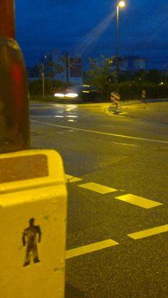 Achtung stehenbleiben Straßenkreuzung Autoverkehr