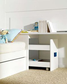 Modular bedrooms for children - Expand storage capacity with a headboard-chest. Small Room Bedroom, Baby Bedroom, Home Bedroom, Girls Bedroom, Bedroom Decor, Small Rooms, Bedroom Wall, Wall Decor, Bedroom Furniture Inspiration