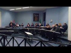 Qualiano, ecco il video del Consiglio comunale con preservativo volante e finale xenofobo