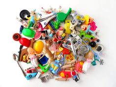 bits and bobs - Bing Images Fairy Jars, Cracker Jacks, Arts And Crafts, Diy Crafts, Gumball Machine, Tiny Treasures, Types Of Art, Vintage Toys, Paper Art