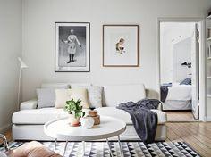 neutral colours, great carpet with graphic patterns, white round coffee table, plants. love it