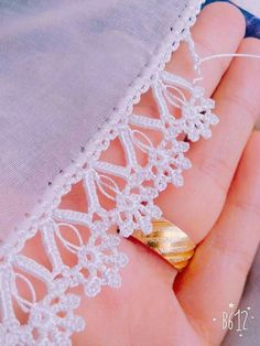 This Pin was discovered by Cla Crochet Cowel, Crochet Lace Edging, Crochet Borders, Chunky Crochet, Crochet Stitches Patterns, Knitting Stitches, Easy Crochet, Stitch Patterns, Handmade Crafts