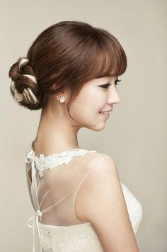 New bridal hairstyles korean makeup samples Ideas Bridal Hairstyle Indian Wedding, Wedding Curls, Wedding Hairstyles, Bridal Hair And Makeup, Hair Makeup, Korean Bride, Makeup Samples, Korean Makeup, Indian Hairstyles
