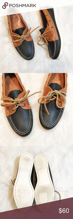 🦄FLASH SALE 🦄 Dooney & Bourke Boat Shoes Authentic Dooney & Bourke leather boat shoes. Dark navy and tobacco tan colored shoe, in excellent used condition. Some wear, but very minimal. All weather leather. Women's size 6.5. Sizing is almost rubbed off of inside, but still visible. Shoes measures 9 1/2 inches from back to front measured from bottom sole. No trades, offers always welcome. Dooney & Bourke Shoes Flats & Loafers