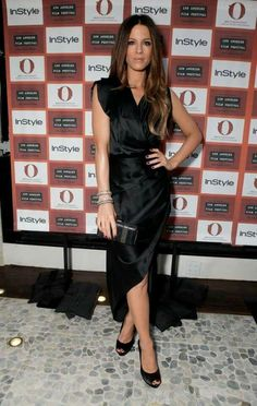 Look of the Day › June 2010 WHAT SHE WORE Beckinsale added diamond bangles and a Ferragamo woven clutch and sandals to her black satin wrap dress for the Los Angeles Film Festival launch dinner hosted by InStyle at Red O Kate Beckinsale, Los Angeles Film Festival, British Costume, Most Beautiful Women, Beautiful Gowns, Kate Middleton, Female Models, Celebs, Style Inspiration