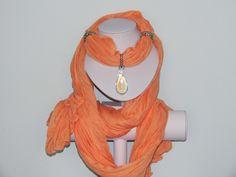 Foulard couleur corail avec bijou goutte d'eau irisée : Echarpe, foulard, cravate par pawscrea